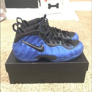 Nike Foams Size 10
